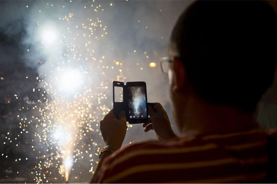 Today, it's even possible to photograph a fireworks display with our smartphone