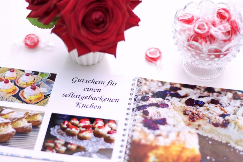 A gift voucher for a self-baked cake in the photo book spiral