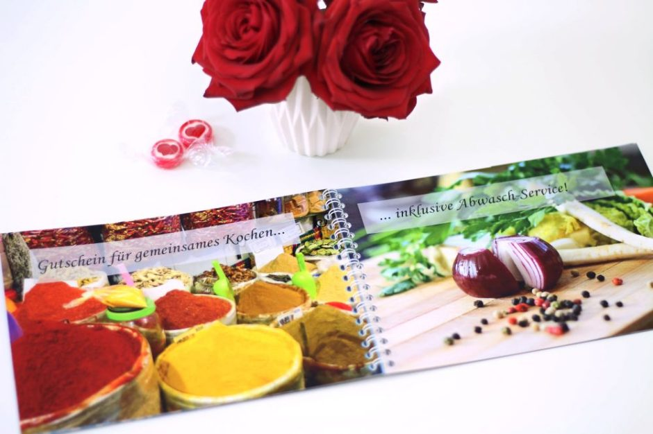 Gift voucher in a photo book spiral for cooking together