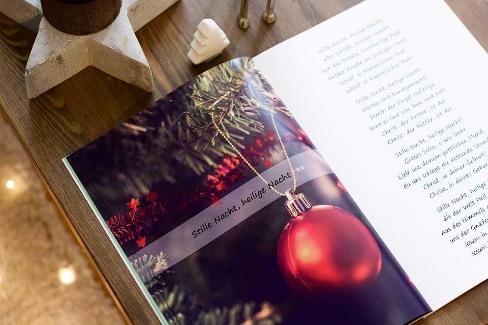 Die Besten Weihnachtslieder An Heiligabend.Fotobuch Als Liederbuch Für Den Weihnachtsabend Gestalten Ifolor