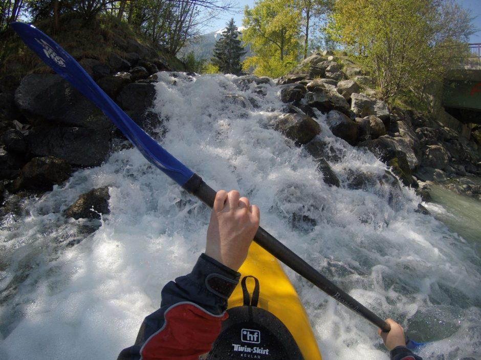 The ego perspective is typical for action cam photos, such as in this photo of a white water kayaker. Source: Björn Jacob, www.geocouch.de